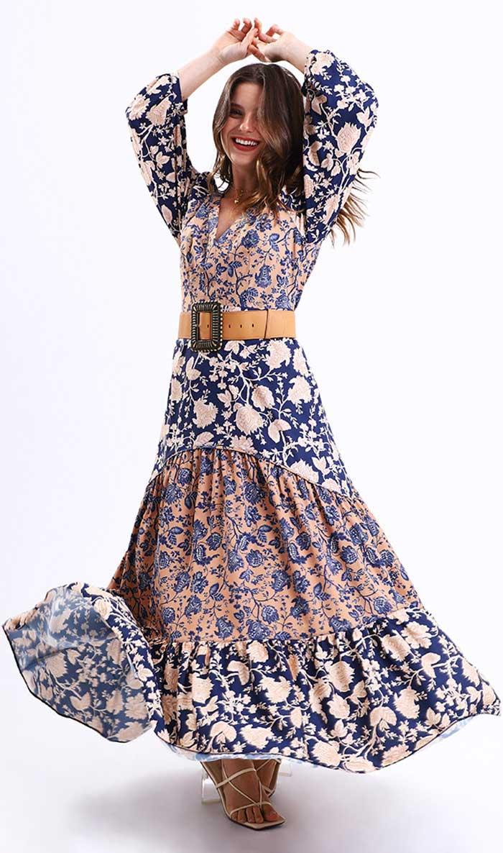 Modelo usando vestido pequiá